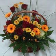 Кошница с цветя Разкош