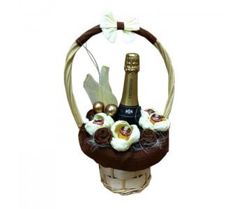 Подаръчна кошница Шампанско и бонбонени изкушения