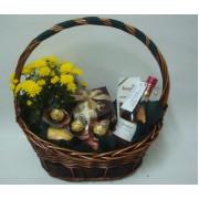 Подаръчна кошница Бонбонени цветя