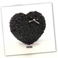 Сърце от рози в черно